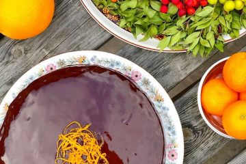 Sočni kolač sa sirupom od pomorandže i badema
