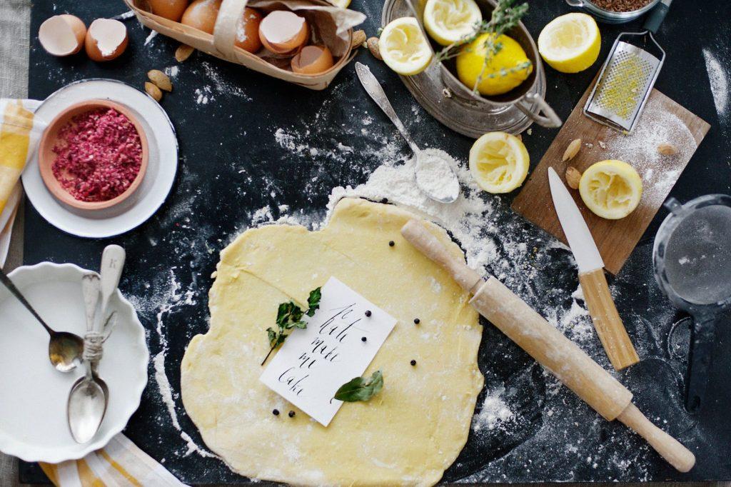 Razne vrste brašna se koriste za mešenje hleba i peciva, ali postoji mnogo drugih primena za njih