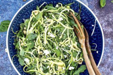 Letnja salata sa tikvicama, rukolom i fetom