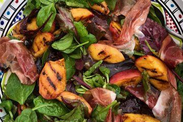 Salata sanektarinama i špekom