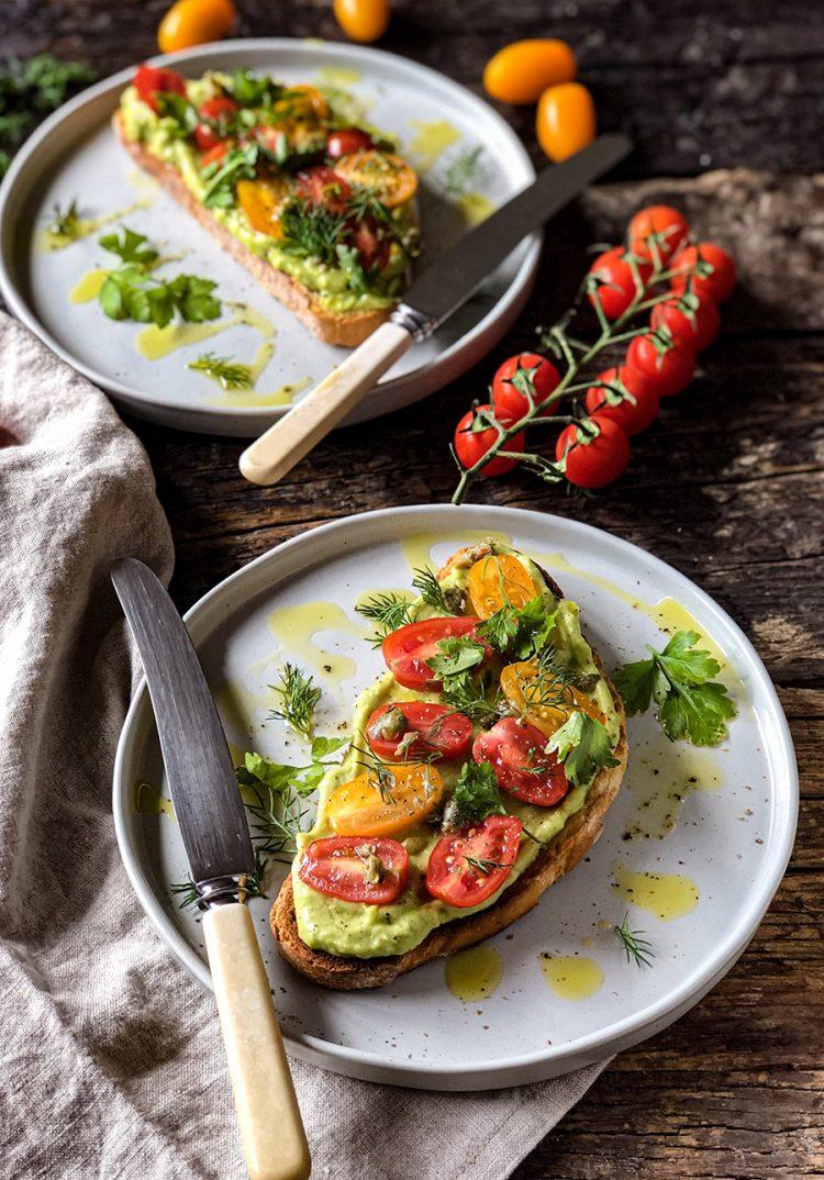 Tostiran hleb sa avokadom sa salsom od paradajza 2