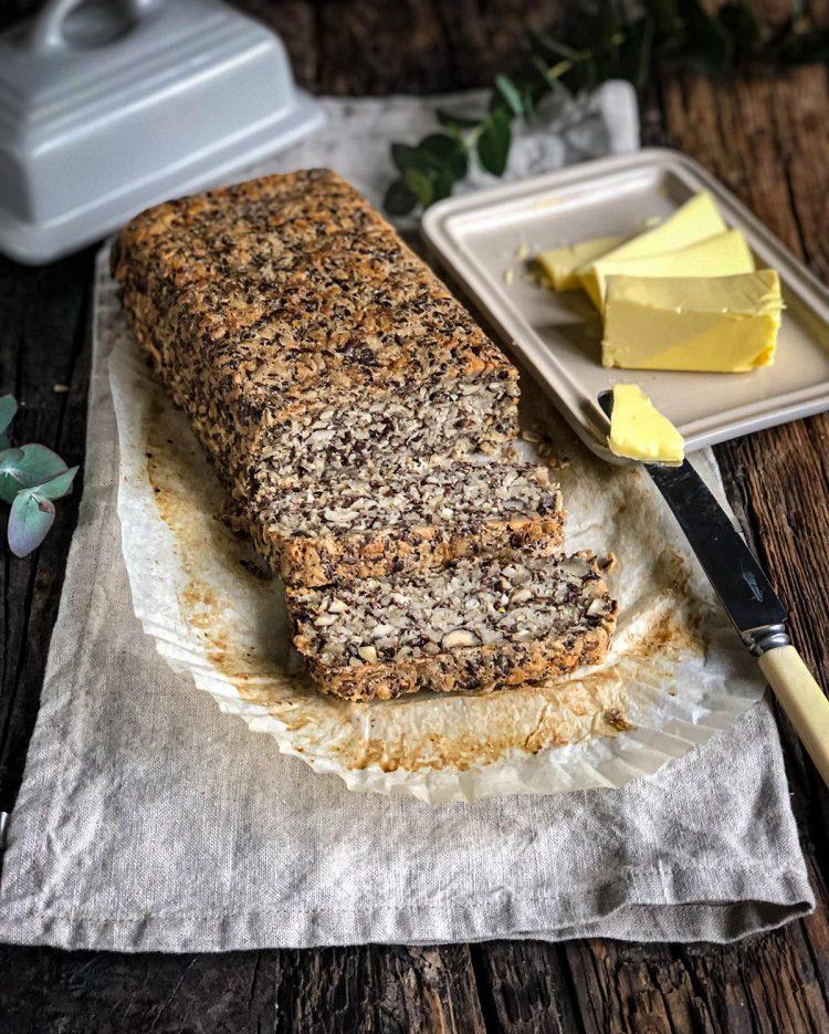 Hleb sa semenkama lana i suncokreta