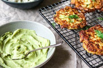 Penasti sos od avokada je idealan izbor za uz ove vazdušaste uštipke - letnja užina bez premca