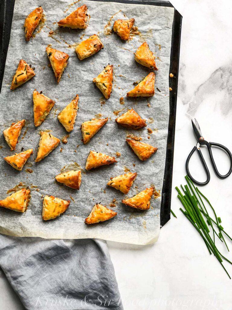 Domaće pogačice sa sirom i vlašcem su tako lepe na izgled da ćete biti iznenađeni!