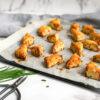 Domaće pogačice sa sirom i vlašcem su nešto što, pošto napravite prvi put, pravićete non-stop!