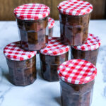 Ovaj čatni od krušaka sa suvim grožđem i ruzmarinom spakujte u tegle i onda imate preko cele zime ovaj neverovatni sos da Vam pruži mala zadovoljstva!