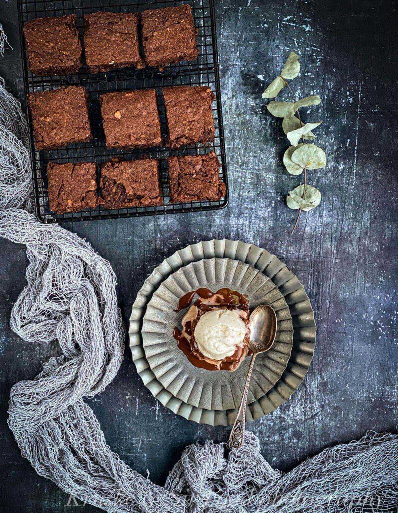 Za čokoladni brauni bez brašna uvek ima mesta, koliko god bio obilan obrok!