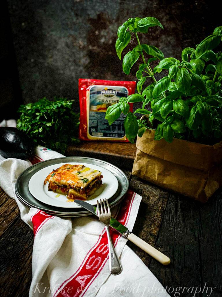 Grčka musaka na moj način, sa bešamel sosom i trapist sirom, meni je omiljena varijanta — a vama?