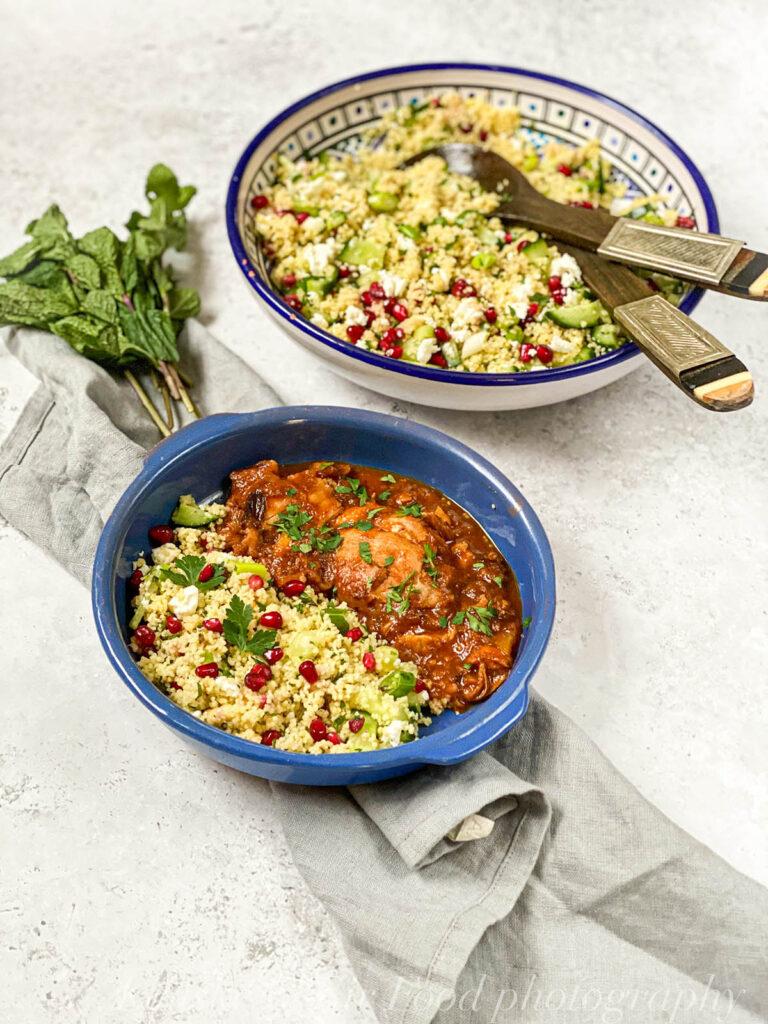 Marokanska piletina se inače kuva u tažinu, ali možete ga zameniti dovoljno dubokom šerpom.