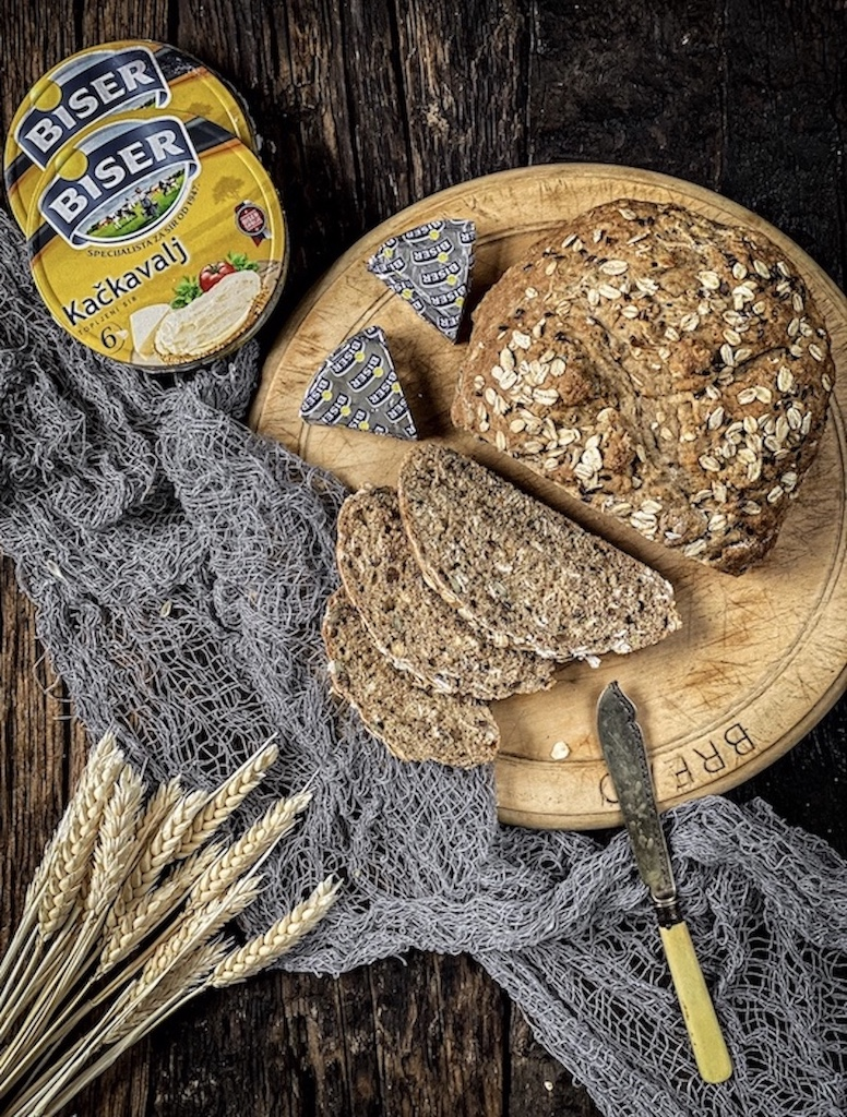 hleb od speltinog i integralnog brašna, koji će zamirisati celom kućom