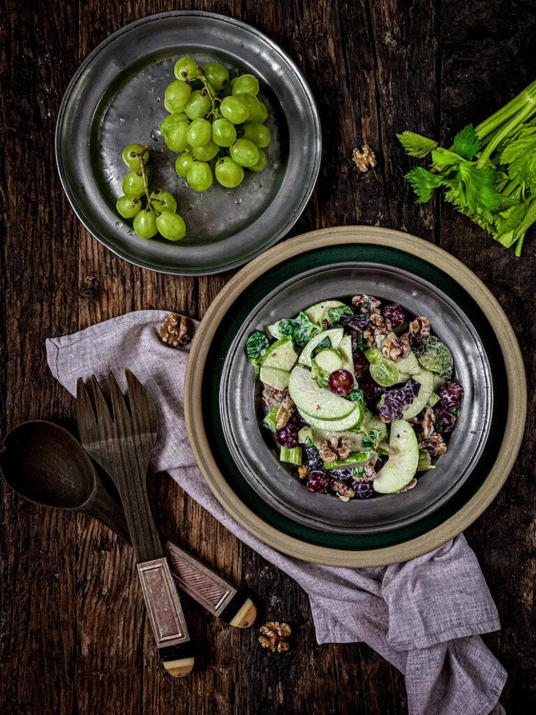 Waldorf salata mi je omiljena jer je divna mešavina: ona je hrskava, a sveža, slana, a slatka. Toliko ima tekstura i ukusa